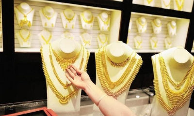 Buy gold for 1 rupee: Sellers try new ways to boost demand